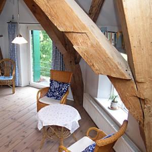 Blick_ins_Wohnzimmer_vom_Treppenaufgang