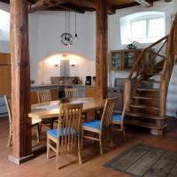 Blick auf die Freitreppe und Küche