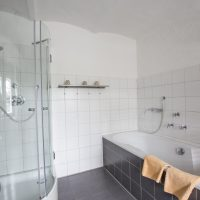 Bad Dusche und Wanne
